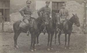 Lwow 25-05-1919 Grzybowski i Kubus jako asystenci w przechadzce po Lwowie